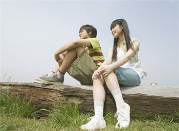 青少年早恋不奇怪 父母亲引导需冷静